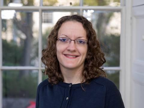 Dr Caroline Yates