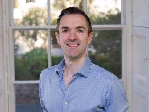 Dr Steven Elliott